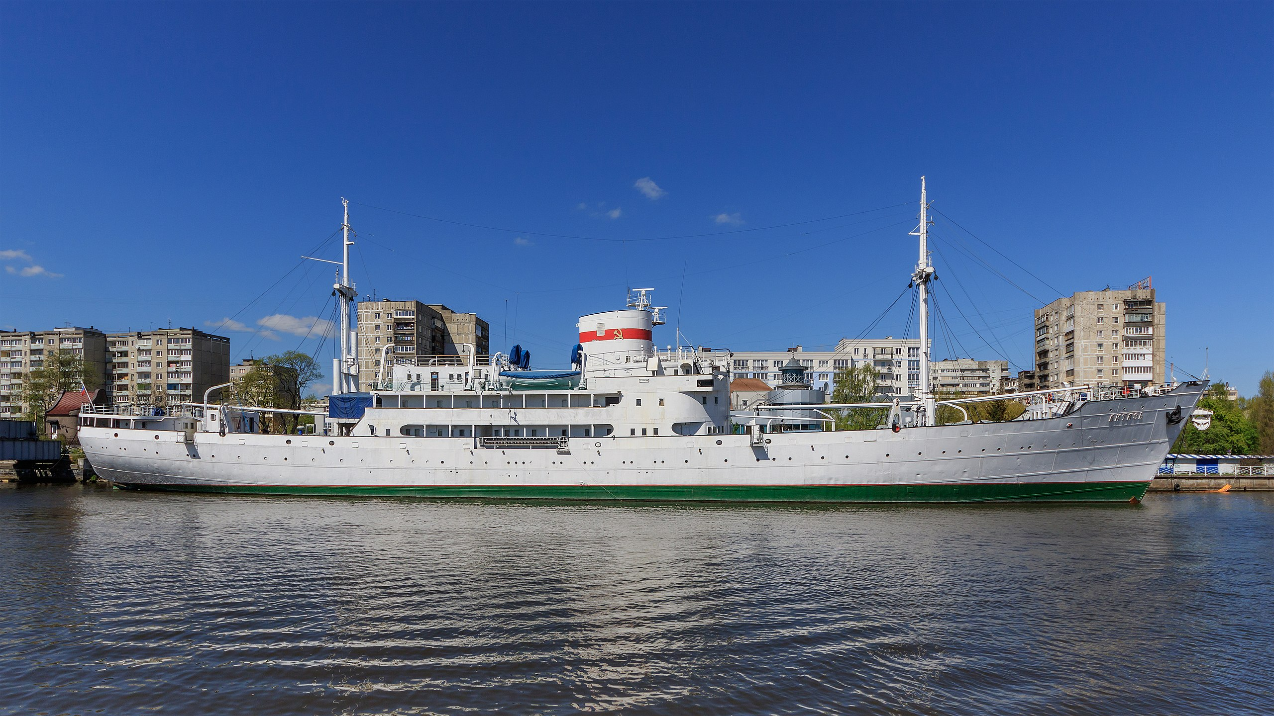 Научно-исследовательское судно «Витязь» около Музея мирового океана в Калининграде (Россия)