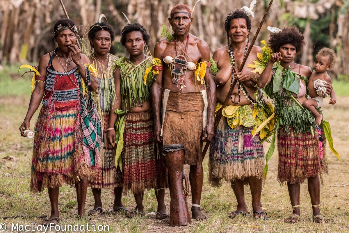 Папуасы в праздничном облачении